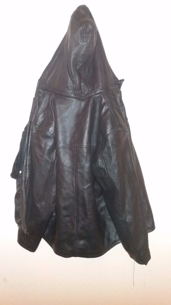 £5Almost new Unisex small size leather jacket with velvet liningFree delivery in Peterboroughin Peterborough, CambridgeshireGumtree - Almost new Unisex small size leather jacket with velvet lining inside and hood Free delivery in Peterborough