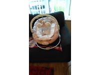 TEDDY BEAR BABY CHAIR (GREAT FOR NEW BORNS) WITH BUILT IN MUSIC AND CHAIR VIBRATES