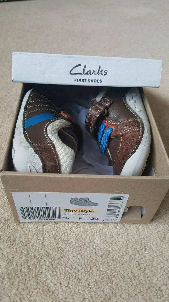 Boys size 5F clarks shoes
