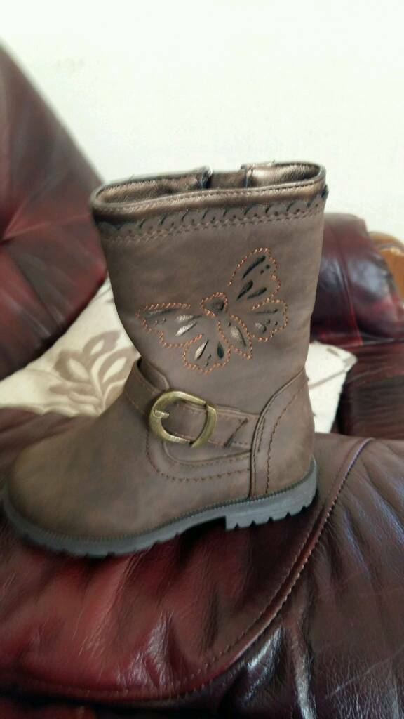 Gilrs boots size c5