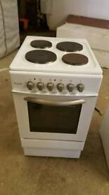 Immaculate white royale electric cooker