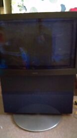 "32"" TELEVISION BANG & OLUFSEN WITH REMOTE AND MOTORISED STAND QUICK SALE NEEDED"