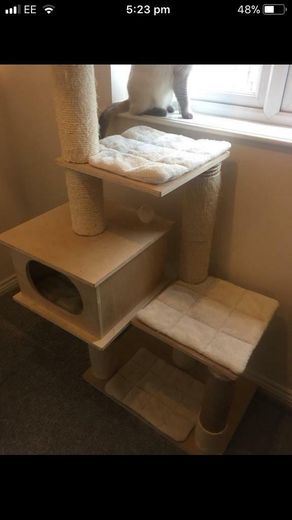 Large cat scratching tower