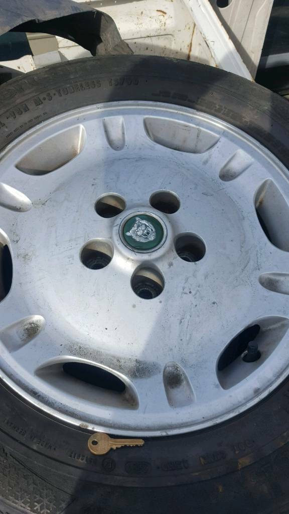 Jaguar xj alloy wheels £100