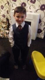 age 4 Navy 5 piece suit more like age 5