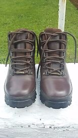 Brasher Hillmaster leather walking boots with Goretex, size 5 ladies, worn twice, like new