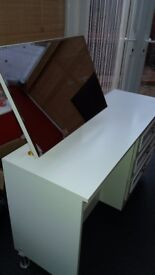 White dressing table with mirror and 3 drawers