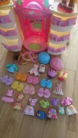 Fisher Price portable set to play, dolls + accesories