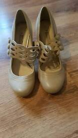 Womens shoes/heels size 5
