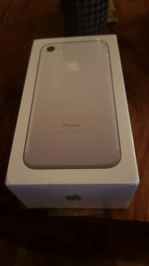 Brand new factory sealed I Phone 7 in Silver 128gb on Vodafone