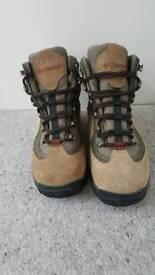 Ladies Columbia Walking Boots