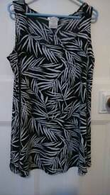 A BLACK AND WHITE BAMBOO PRINT STYLE TUNIC SLEEVELESS TOP SIZE MEDIUM BY KIM AND CO FROM QVC UK.