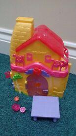 Disney Princess Magiclip Snow White House £12