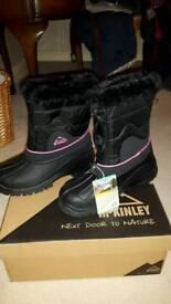 Girls snow boots size 36 bnib