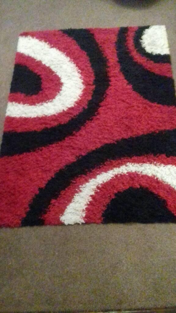 Rug red black