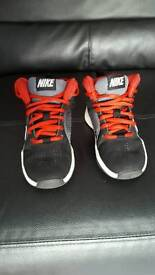 Black and red nike trainers size 10