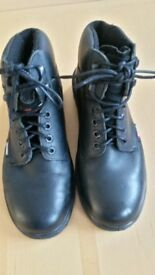 TOE SAVER STEEL TOE BLACK WORK BOOTS SIZE 10 (44) anti static and oil resistant