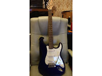 Fender squire Stratocaster: Virtually with Soft case, Fender Tuner and Cd rom...