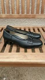 LADIES SIZE 6 BLACK SHOES HOTTER