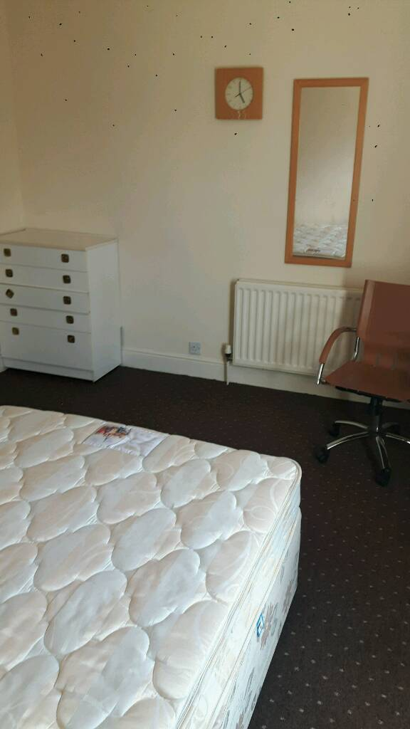 Single prof room in Derby Private House all Bills included £75 pw