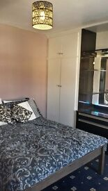 Bournemouth self catering holiday cottage sleeps 6-8 with drive and garden available for Summer lets