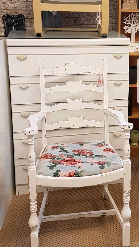 Pretty carver style chair