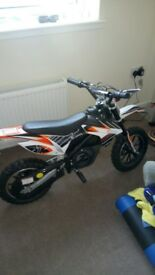 Kids electric dirt bike, excellent condition