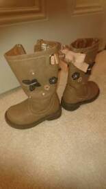 Girls Slim Leg Boots Size 4 COLLECTION ONLY