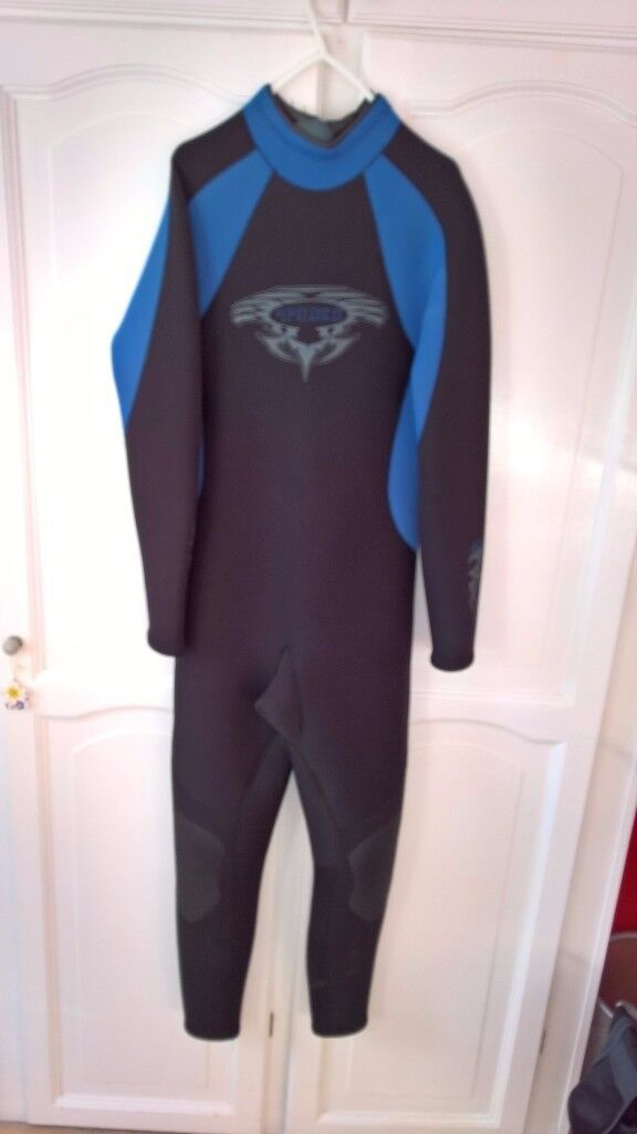 Tiki wetsuit adult size medium, as new hardly worn. 5mm neoprene body and legs, 3mm neoprene arms.