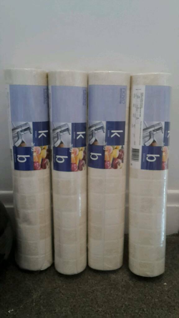 4 rolls of kitchen and bathroom paper