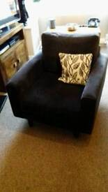 Comfy arm chair in black