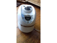 Cookworks white breadmaker with instruction booklet. In excellent conditon