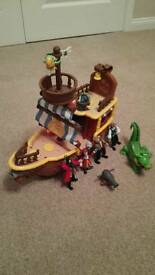 Jolly rodger pirate ship