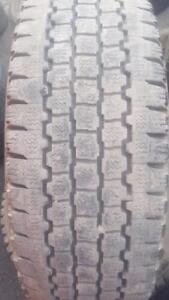 2 PNEUS HIVER - BRIDGESTONE LT 265 70 17 - 2 WINTER TIRES