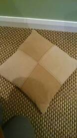 Brown/cream cushions