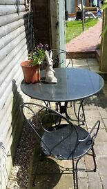 METAL GARDEN FURNITURE 2 CHAIRS AND A SOLID MARBLE TABLE
