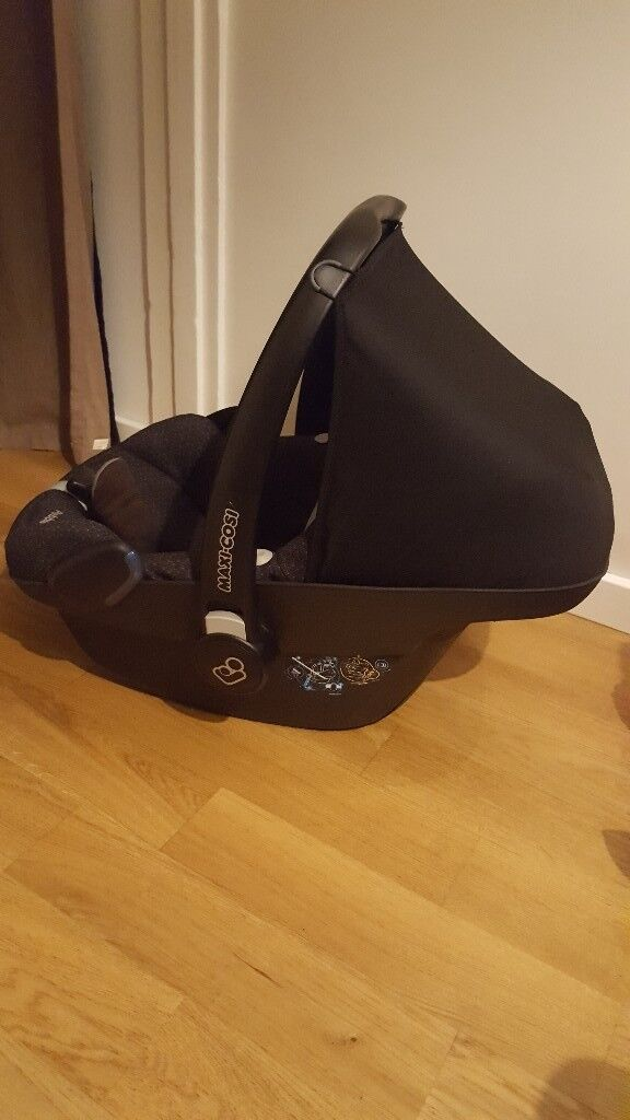 maxi cosi car seat, family fix base and rain cover
