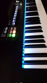 Native Instruments Komplete Kontrol S61 controller keyboard