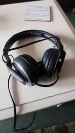 Pioneer 1210mk2 with pioneer hdj500 headphones and cartridge bundle