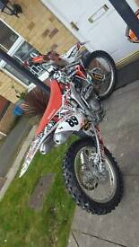 crf 450r Road registered v5 present Well Maintained Any questions 07714532881