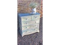 Shabby chic beautiful chest of drawers !!