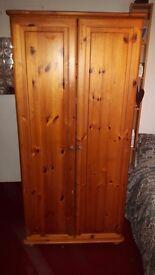 Oak Wood Wardrobe. Good condition.
