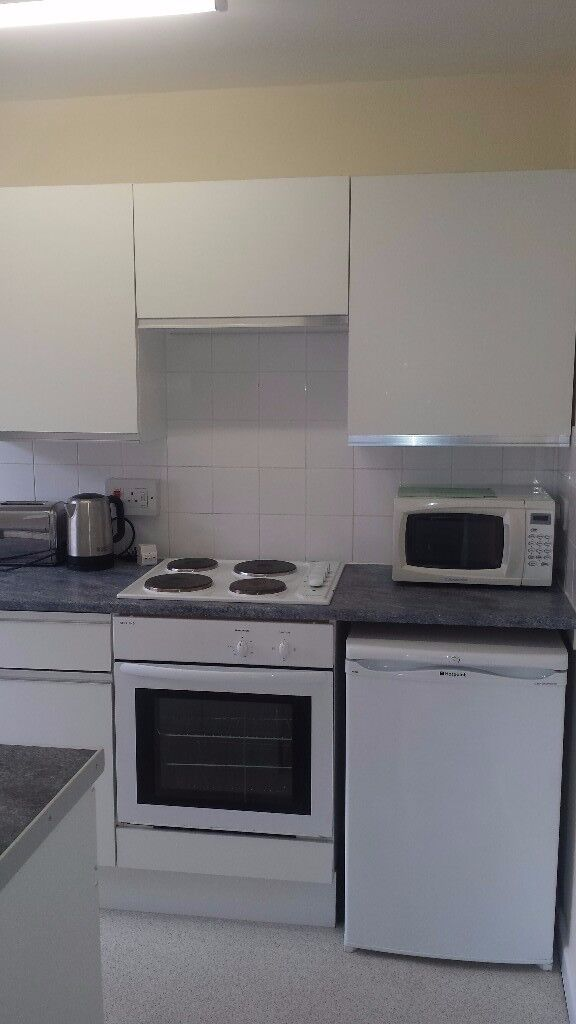Newly decorated and carpeted 2 bedroom flat to let in Burslem   No agency, reference or letting fees