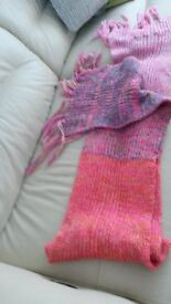 scalf Pretty mixed pink colours. very Long and fringed. New.
