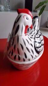 Ceramic hen egg store