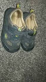 Start right navy shoes size 7g