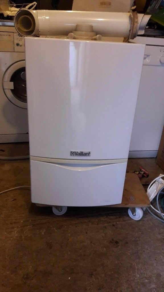 VAILIANT BOILER ecoTEC PLUS 831 - HEATING -PLUMBLING -VERY GOOD CONDITION - COME WITH FLUE PIPE