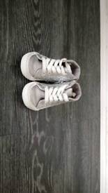 Girls shoes. Size 5. Excellent condition