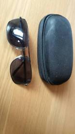 91185d20a29 Polarized lense sunglasses and hard case