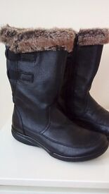Clarks Ladies Black Leather Boots never worn UK 7